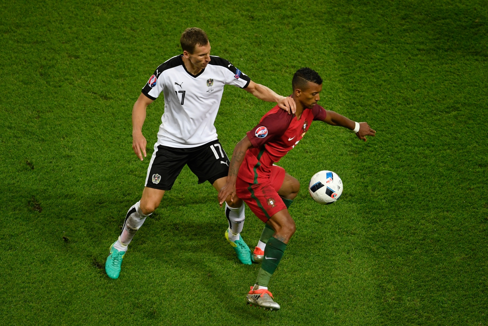 Nani wins the ball