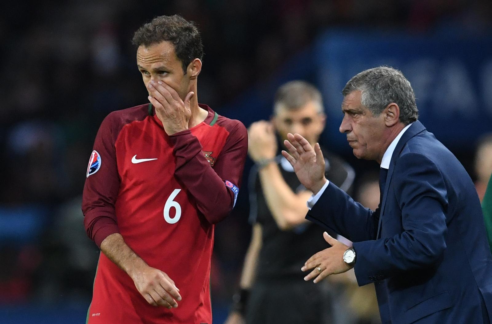 Ricardo Carvalho seeks some instructions