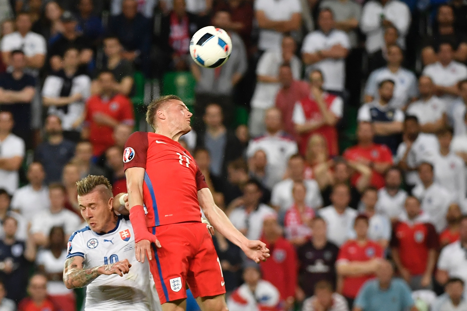 Jamie Vardy wins the ball