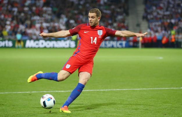 Jordan Henderson crosses the ball
