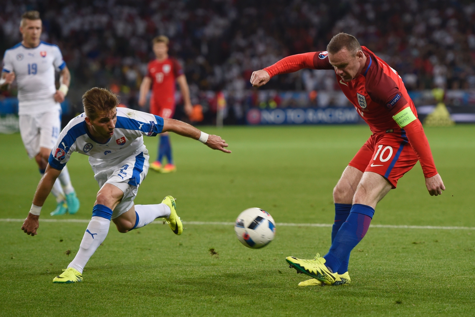 Wayne Rooney tries to create something