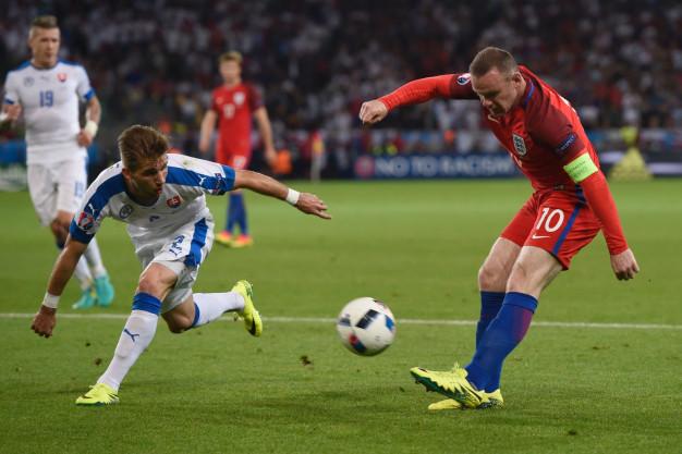 Wayne Rooney tries to create something