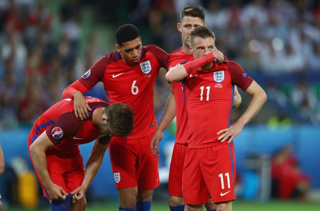England players look frustrated