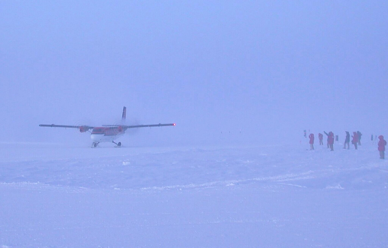 Candian Plane lands at South Pole