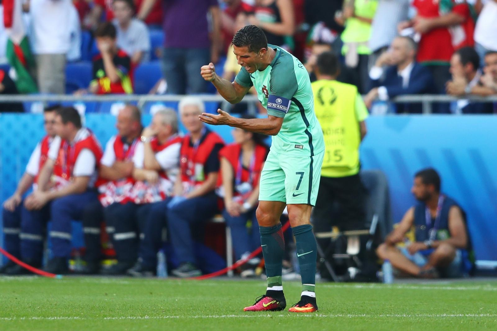 Ronaldo urges his teammates on