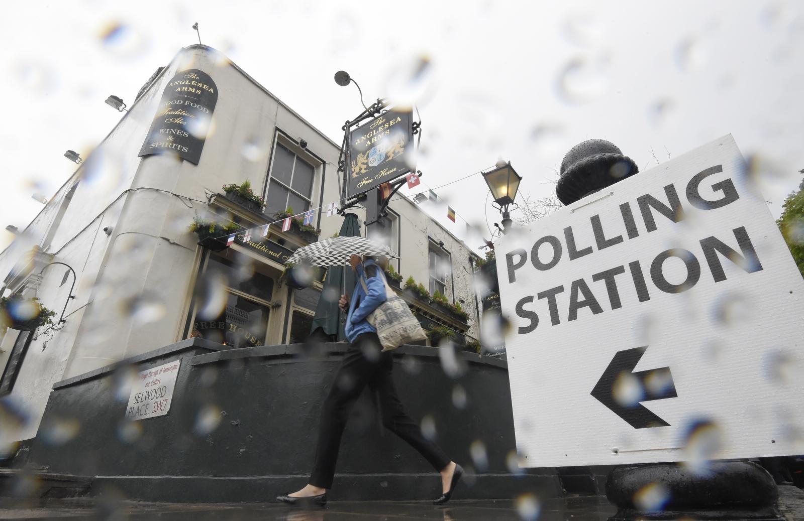 EU referendum polling station rain