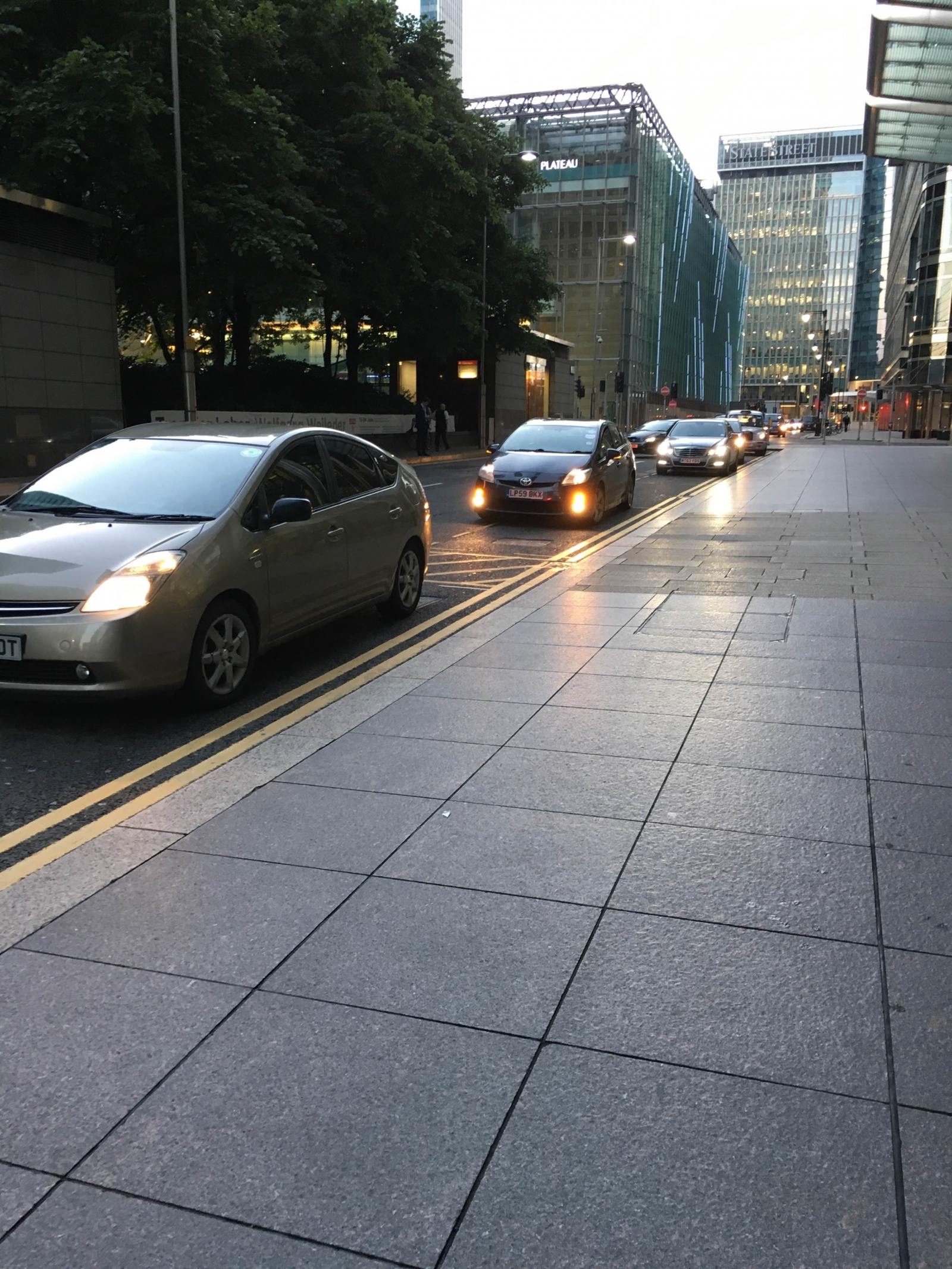Bankers arrive at Canary Wharf