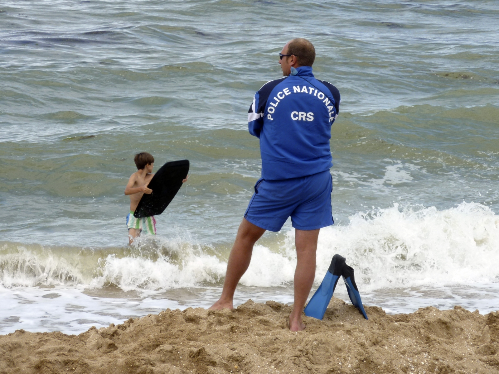 French lifeguards to carry guns