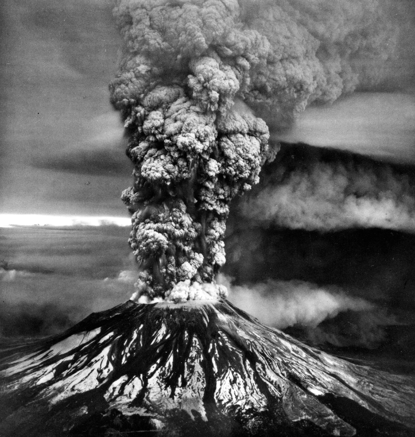 mount st helens eruption missing magma is east of volcano