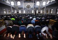 Australia: Car firebombed and anti-Islamic graffiti sprayed outside Perth mosque