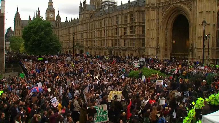 Brexit aftershocks: Thousands demonstrate against EU referendum result outside parliament
