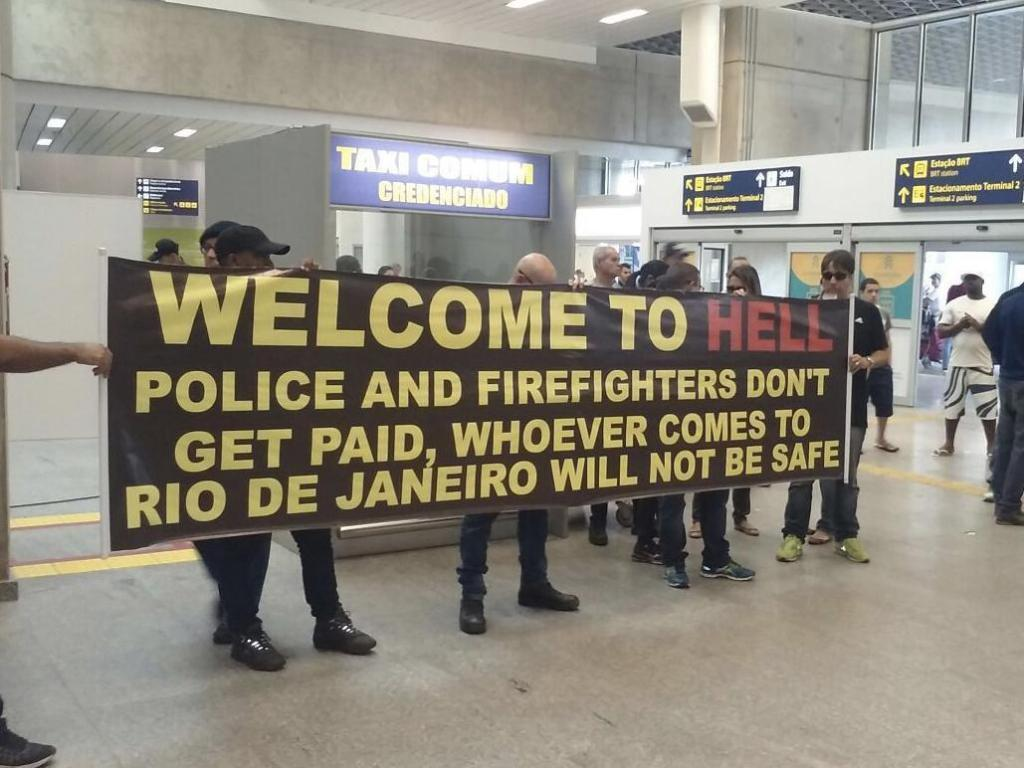 Brazilian police 'Welcome to Hell' sign