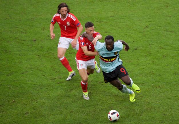 Lukaku turns on the ball