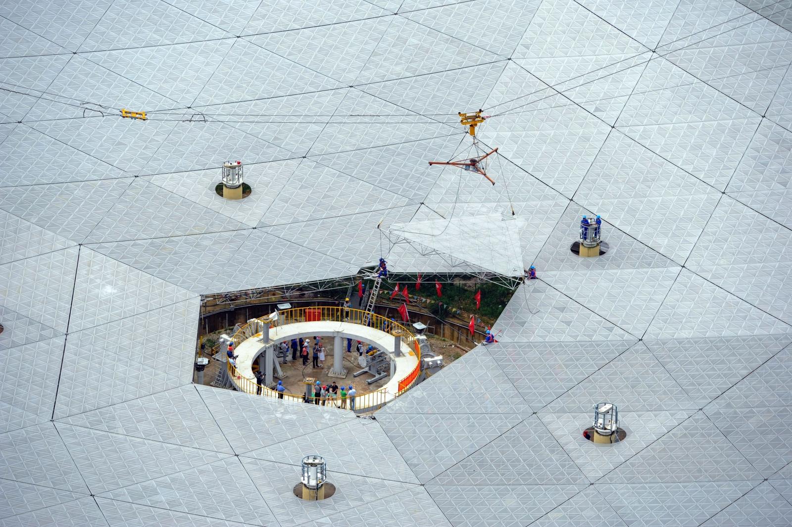 China builds world's largest radio telescope
