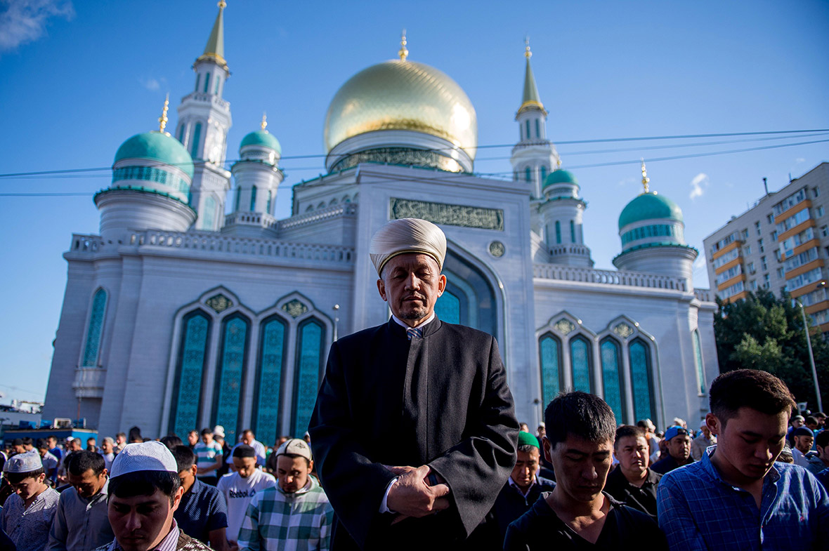 Eid al-Fitr 2016 celebrations in Russia and Turkey, while ...