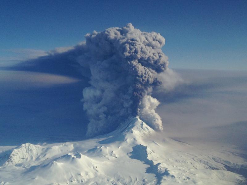 Alaska volcano alert: Pavlof shows signs of activity after ...