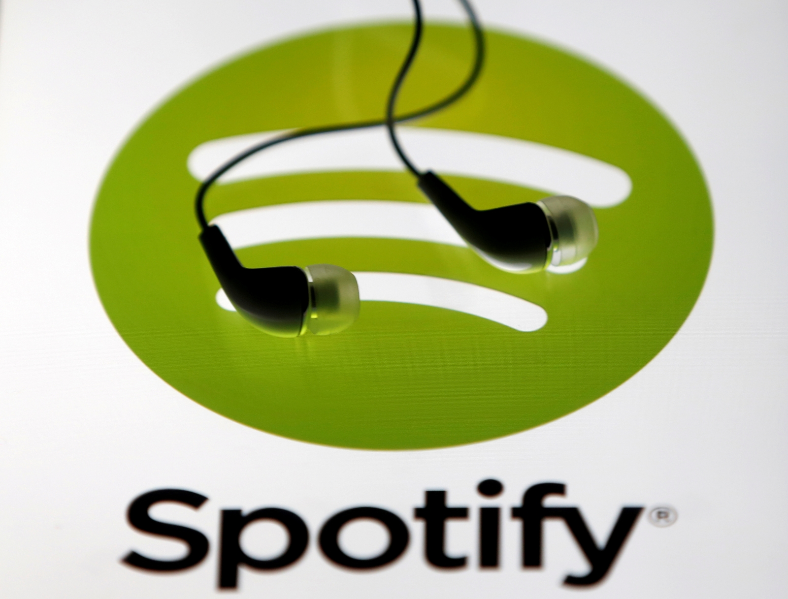 Online piracy drops due to Spotify, Netflix