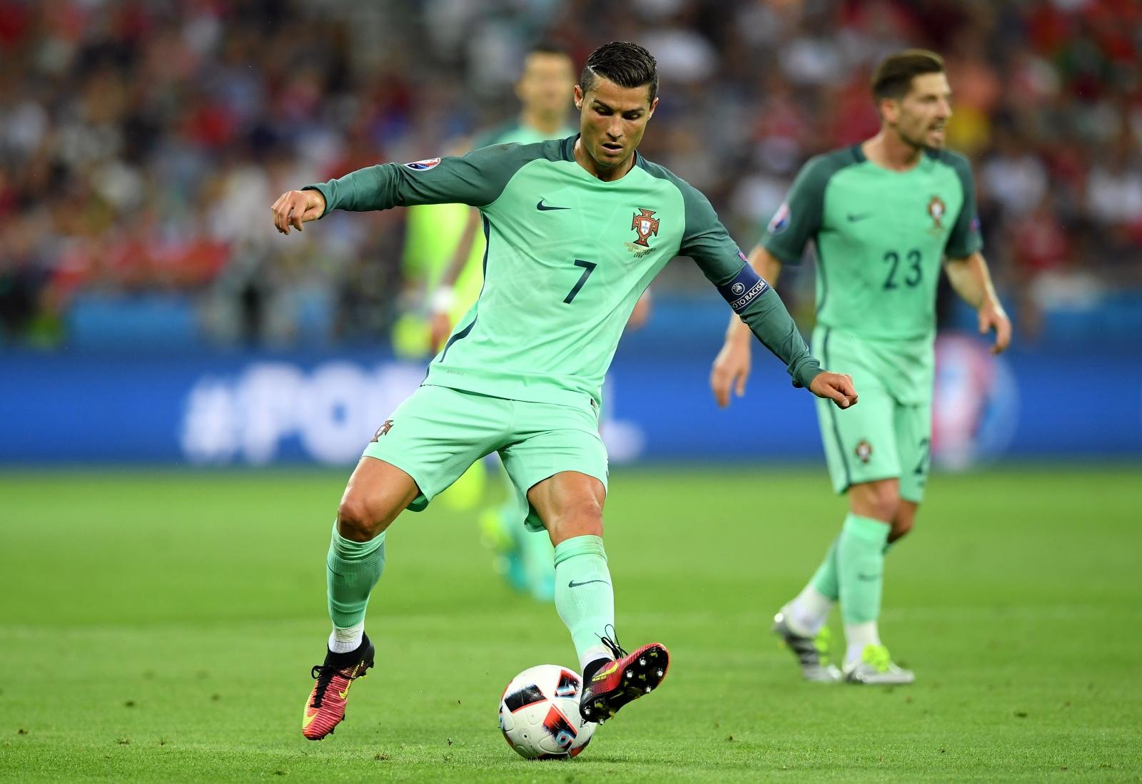Ronaldo backheels the ball