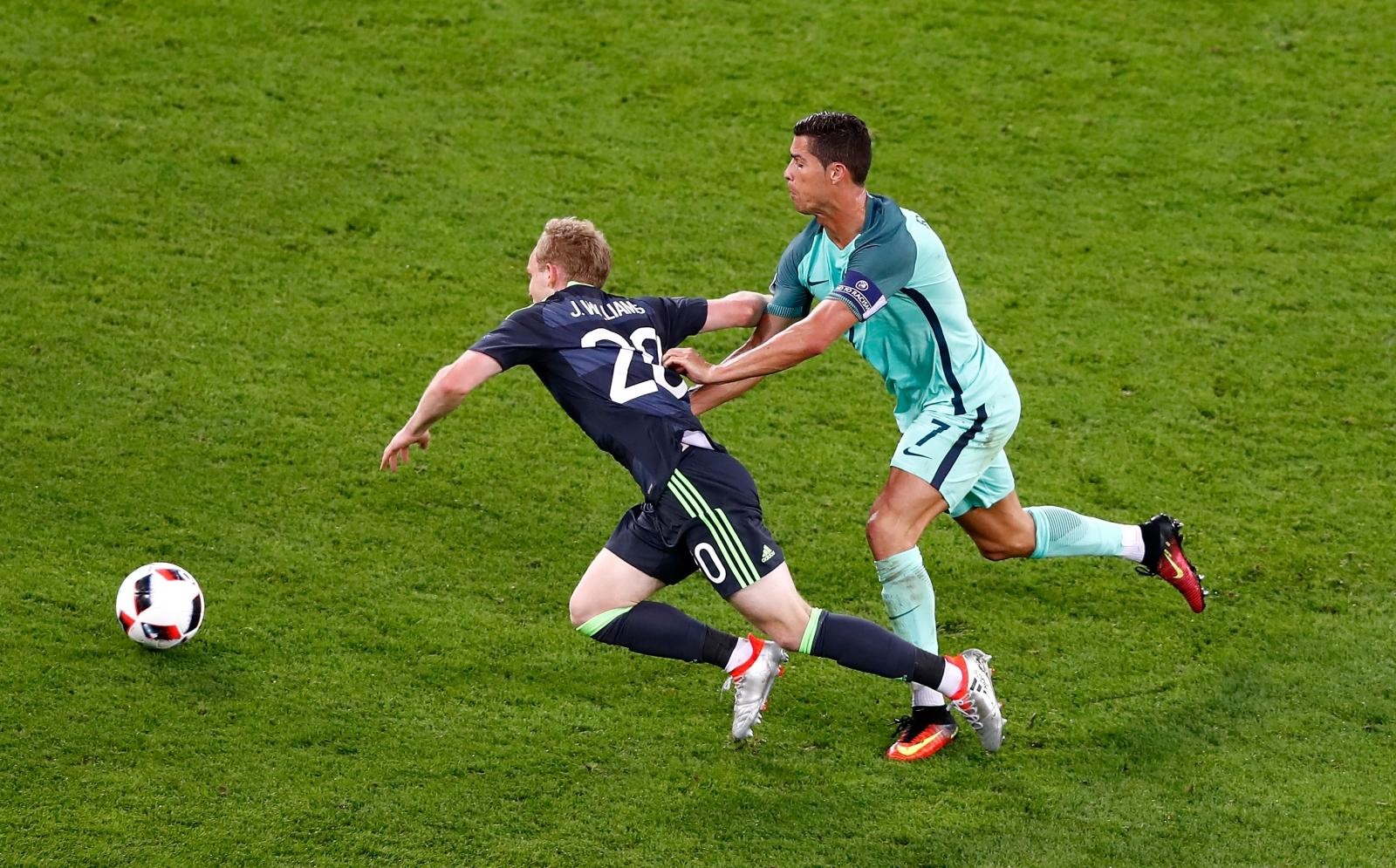 Ronaldo brings down Williams