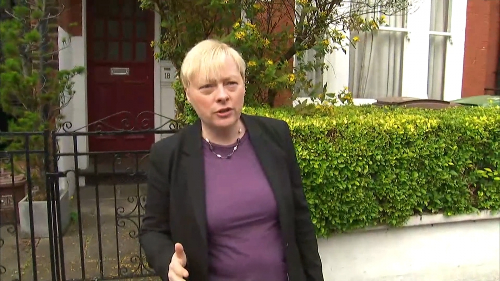 Angela Eagle calls for Corbyn to go