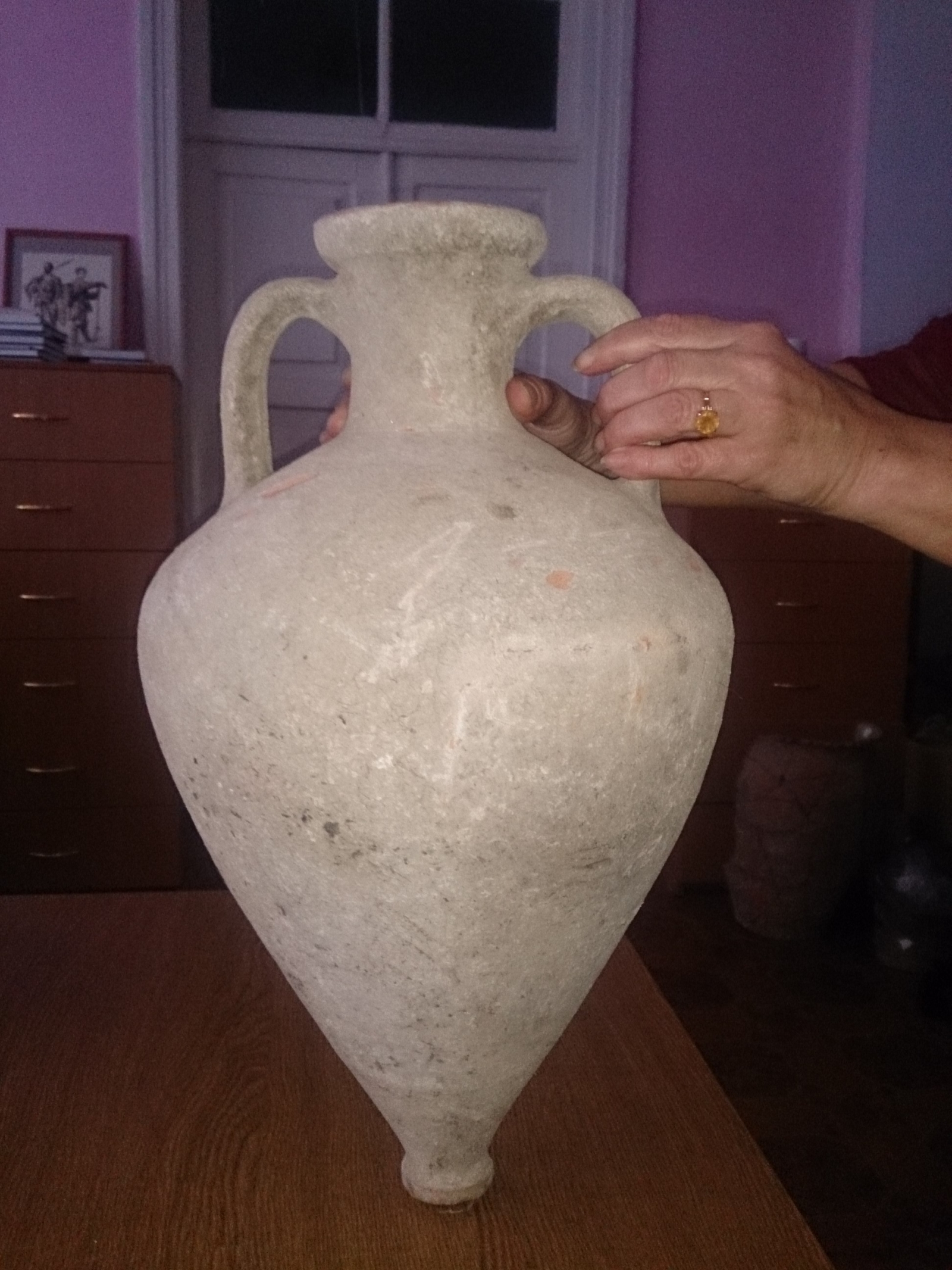 Bitumen in Greek amphora