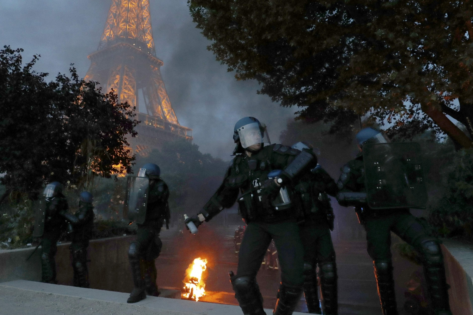 France fans clash with police in paris