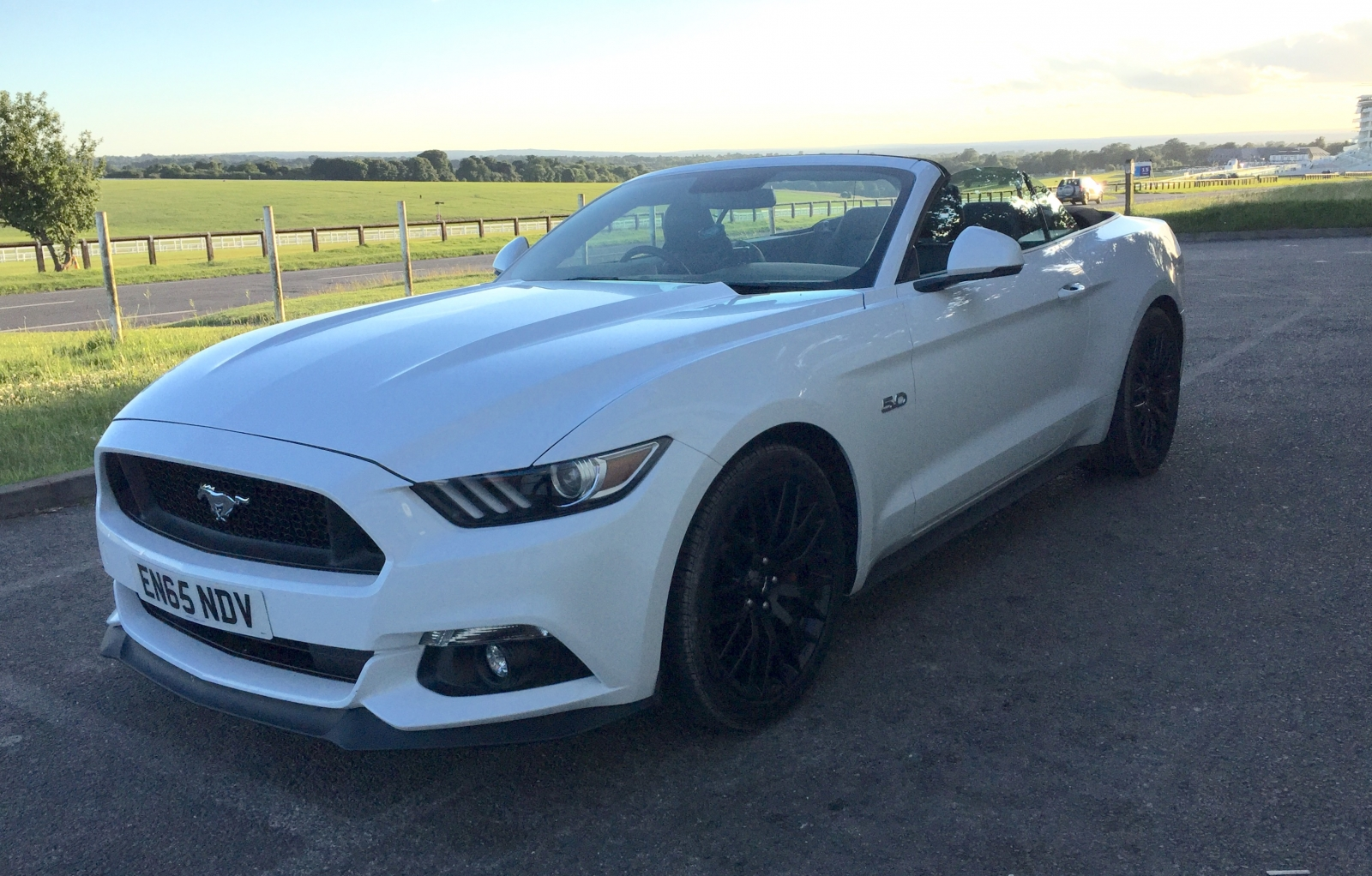 ford mustang v8 convertible review is uncle sam ready to visit the uk. Black Bedroom Furniture Sets. Home Design Ideas