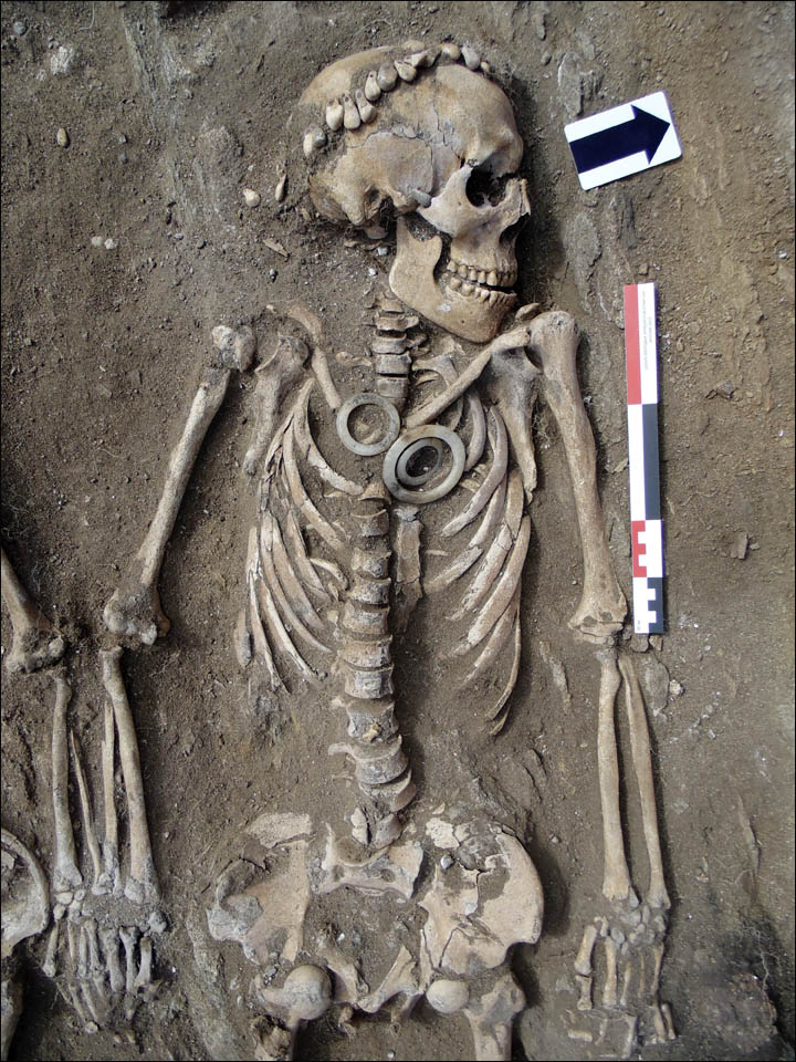 Siberia skeleton couple