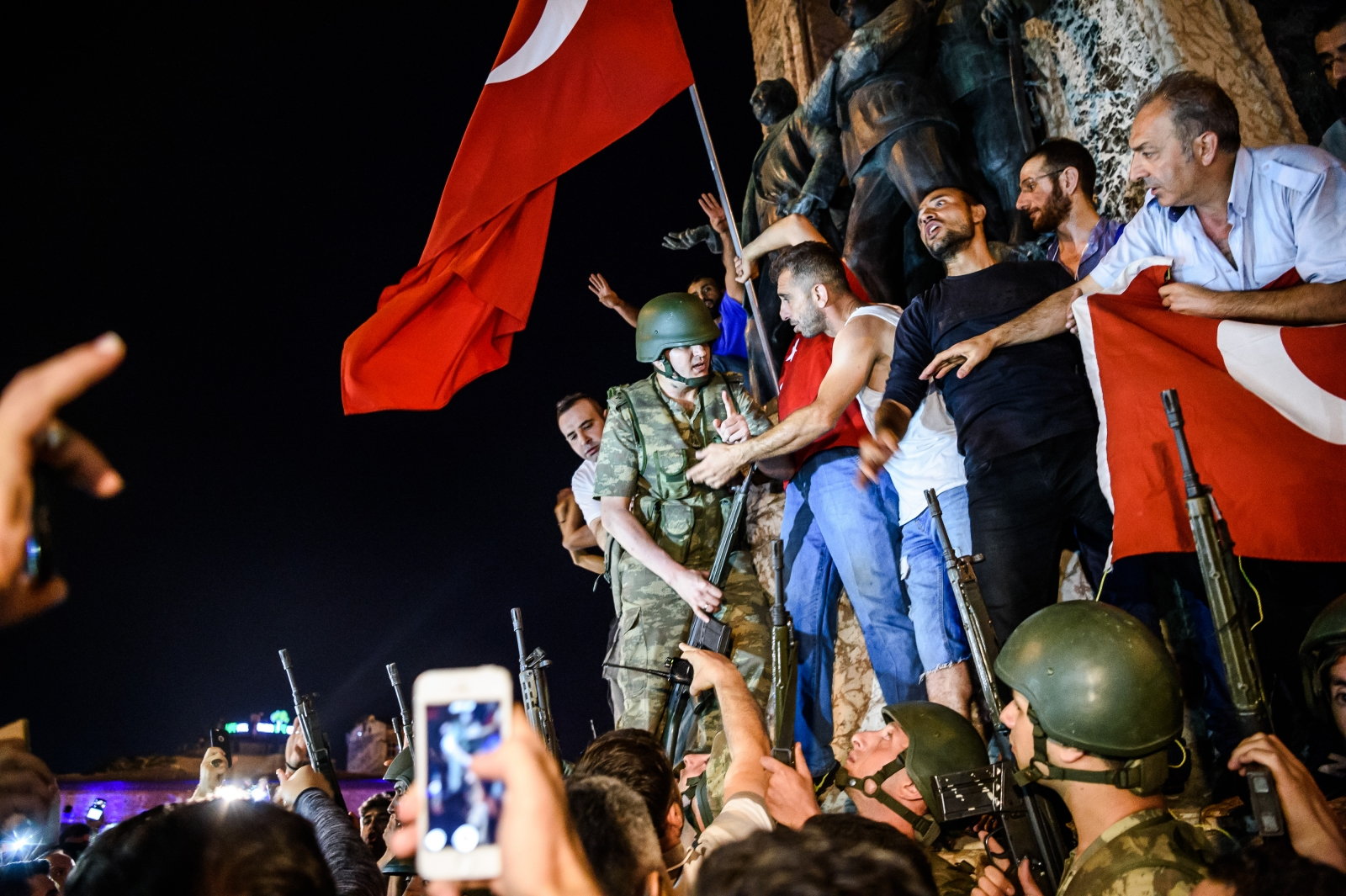 Turkey PM says 161 dead in coup bid, almost 3000 held