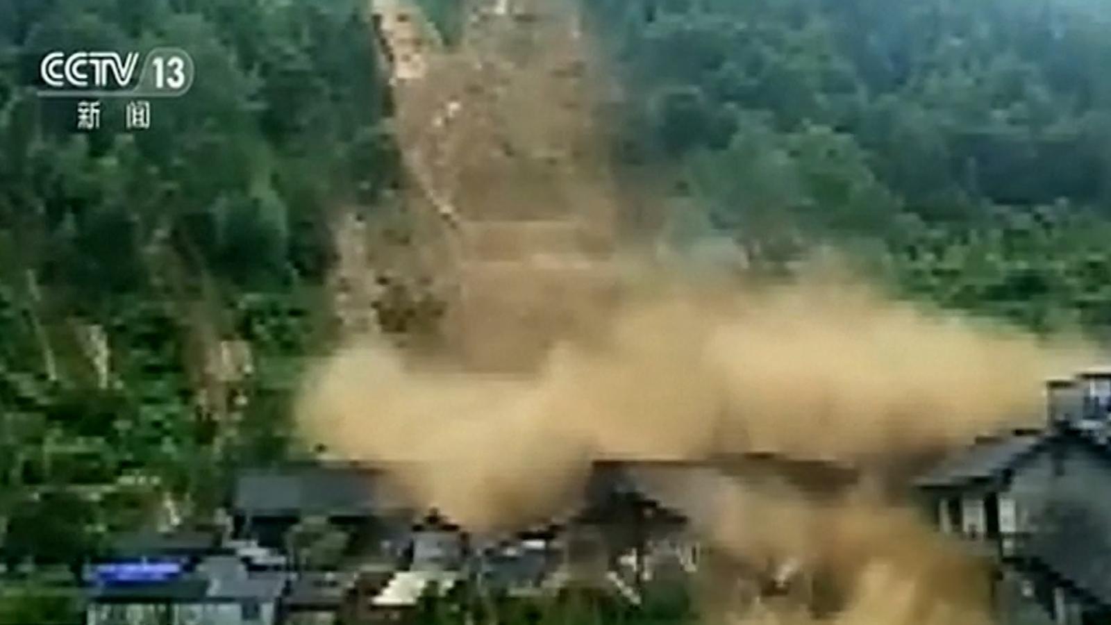 China landslide destroys houses