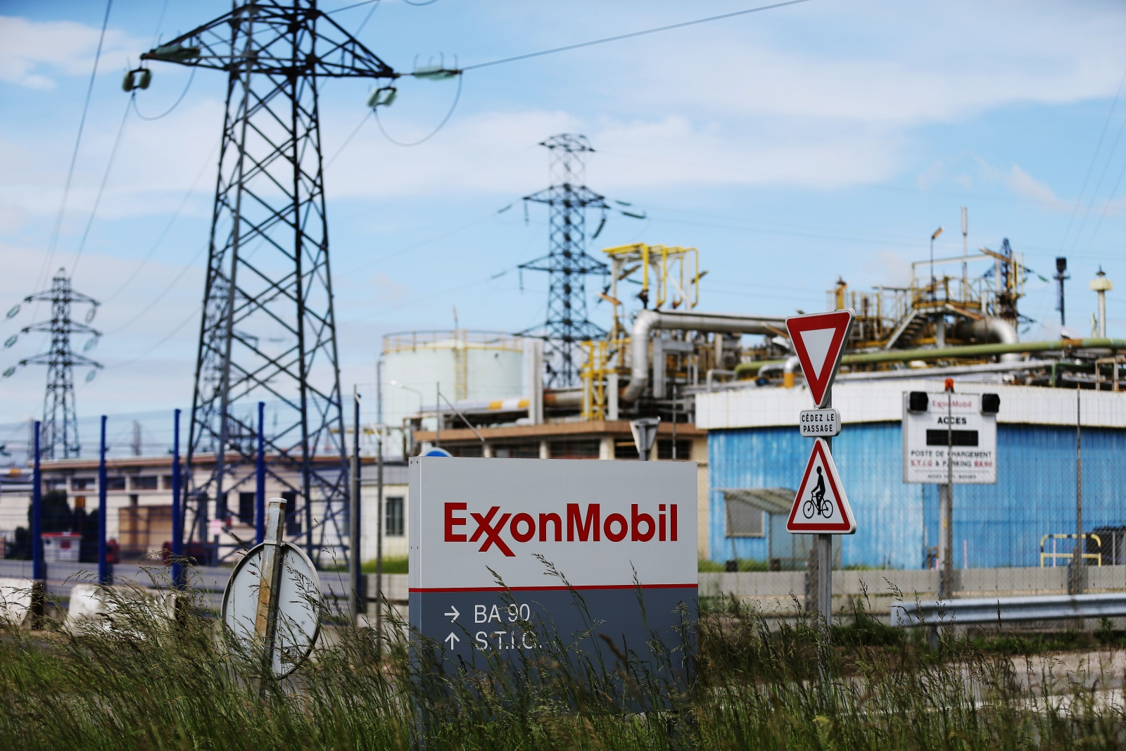 ExxonMobil bids $2.2 bln for InterOil, may spark bidding war