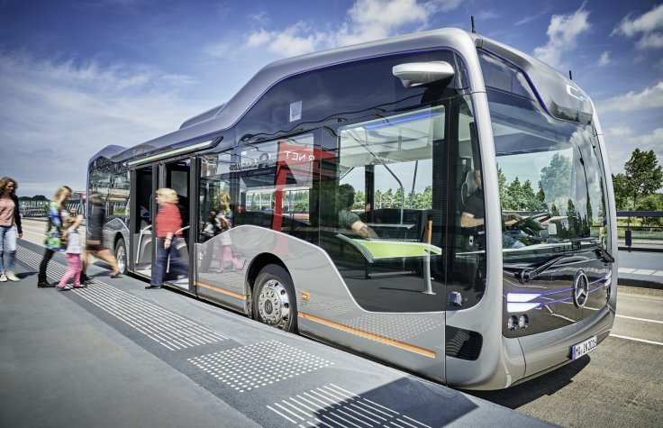 Mercedes-Benz self-driving Future Bus with CityPilot hits