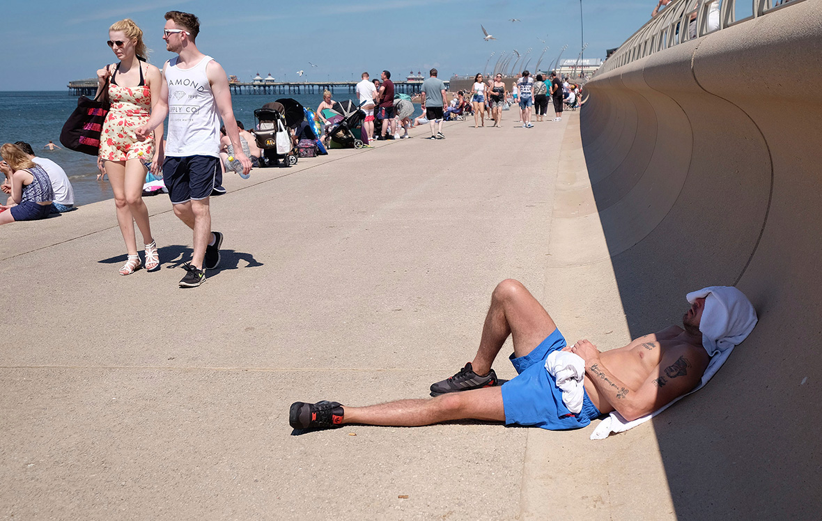 Blackpool beach hot weather