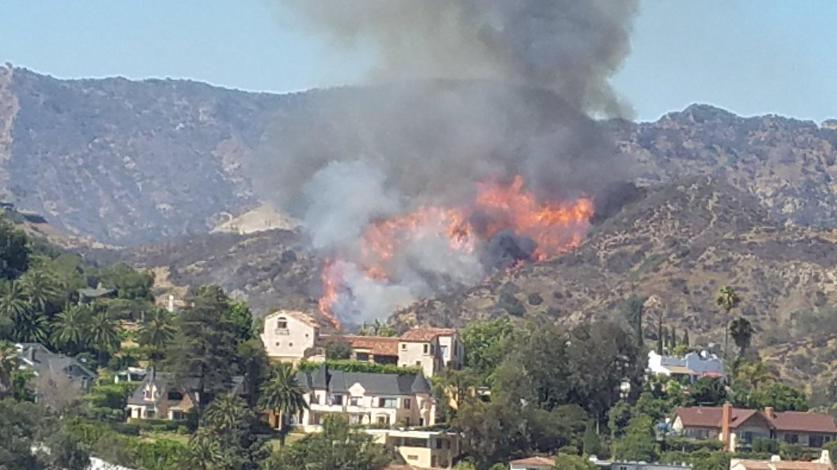 Helicopters and firefighters battled brush fire in hollywood hills as homeowners evacuated - Hollywood hills tv show ...