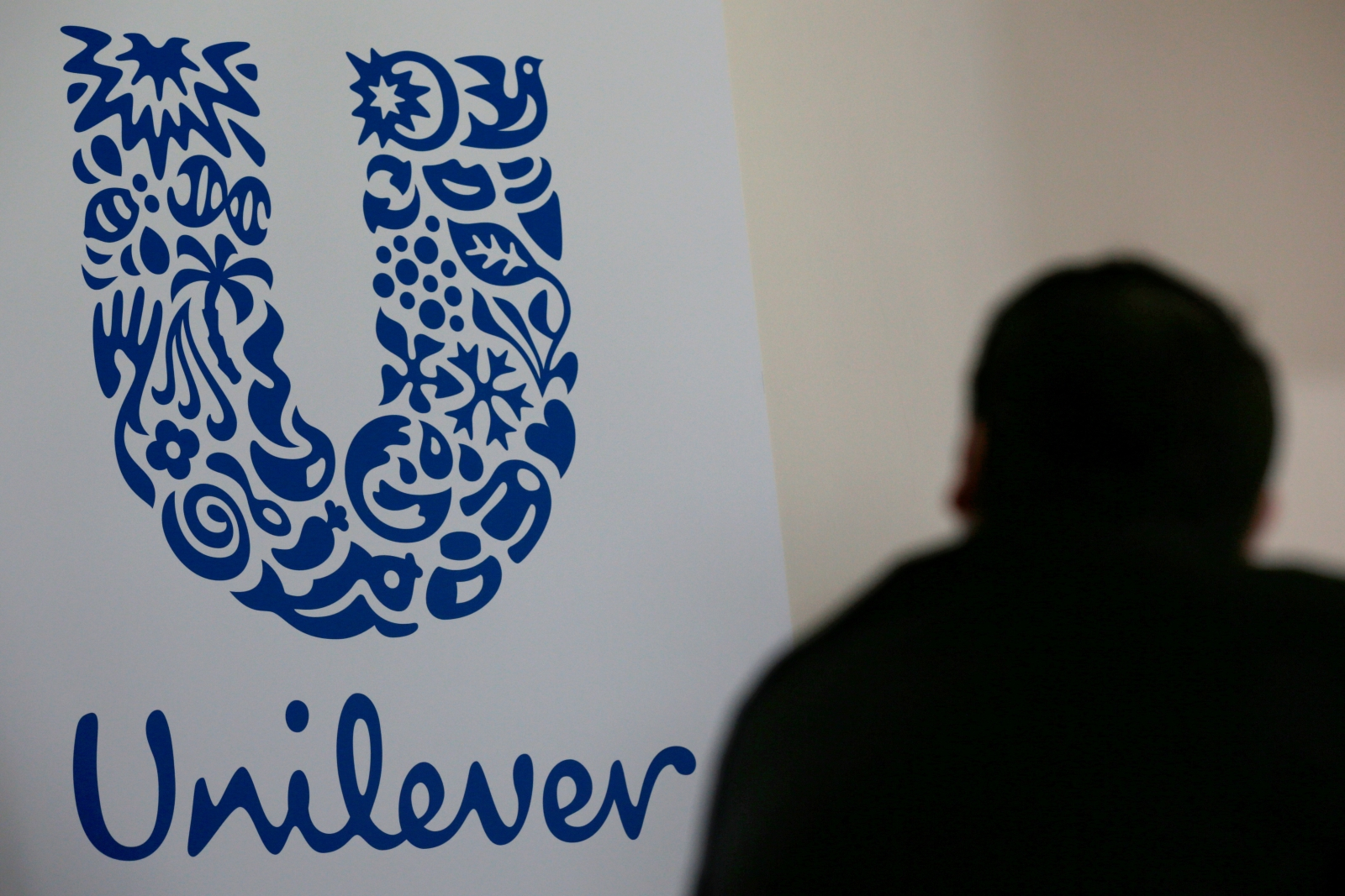 Unilever to acquire American men's razor company Dollar Shave Club for $1bn