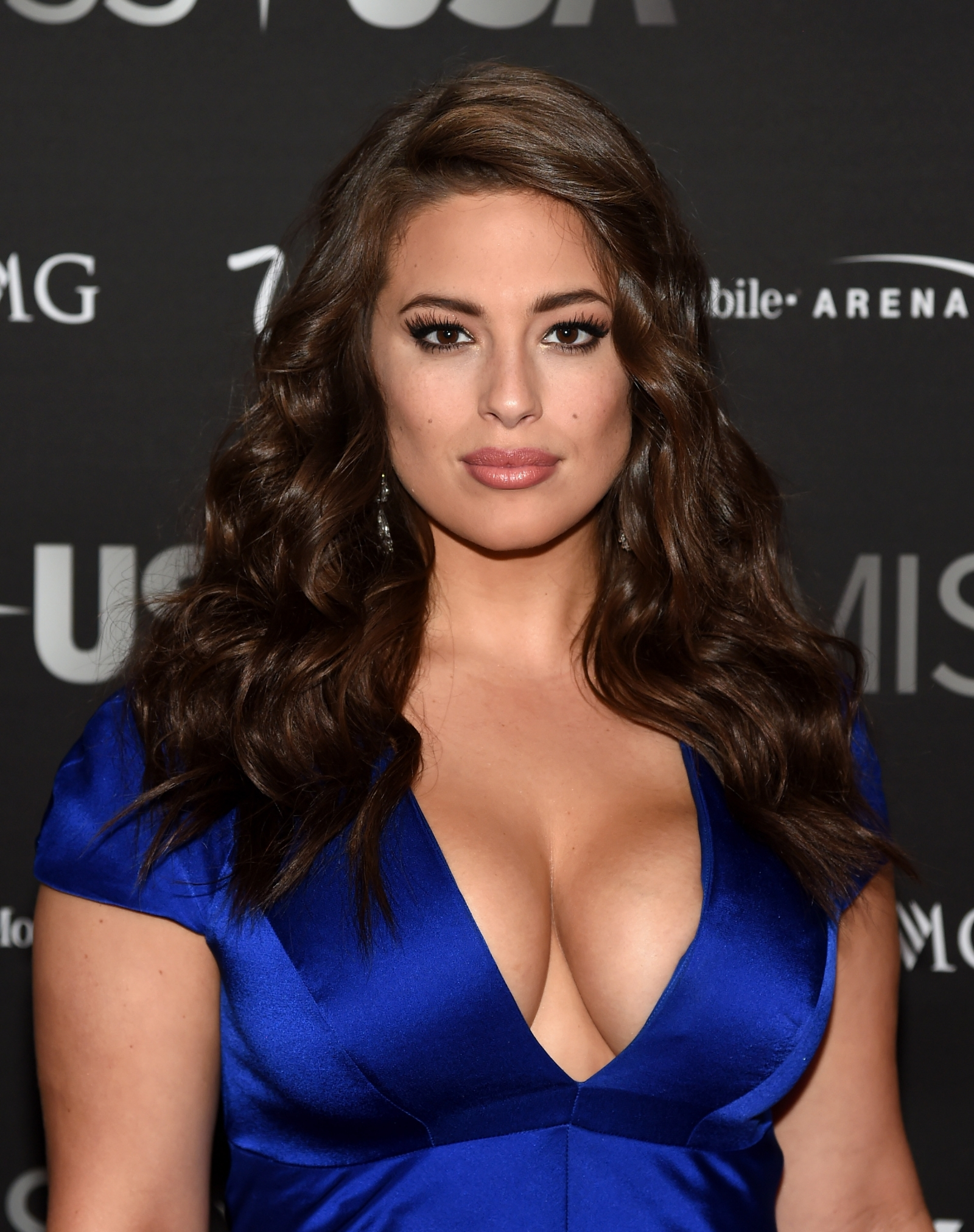 fans love plus-size model ashley graham's 'beautiful' naked photo