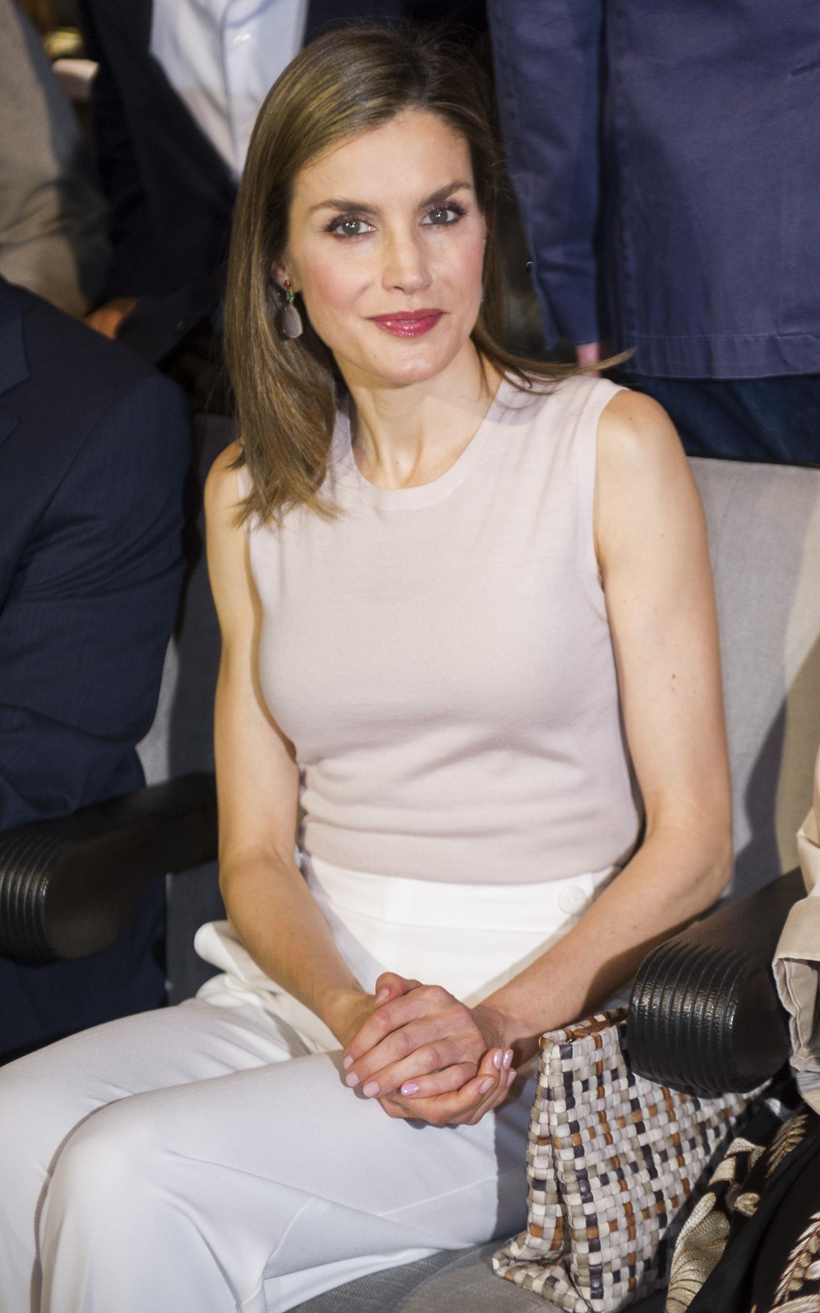queen letizia proves she u0026 39 s the most fashion