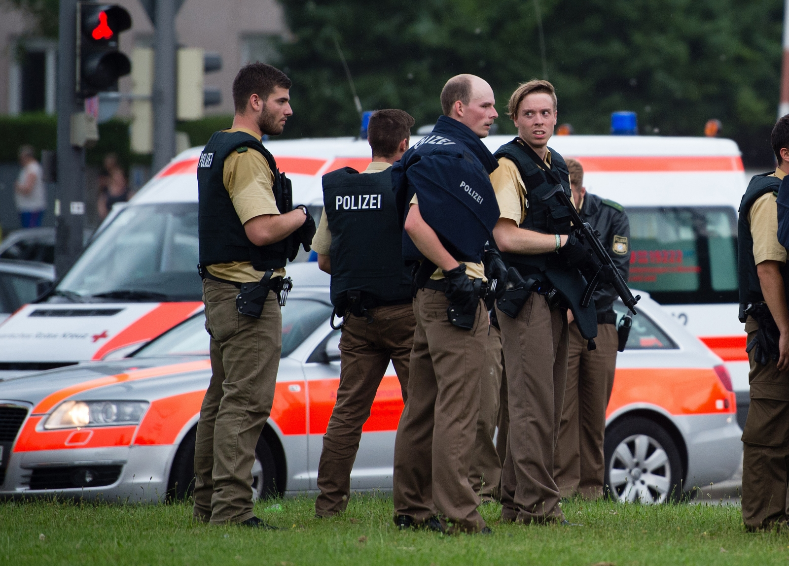 Munich mall shooting police response