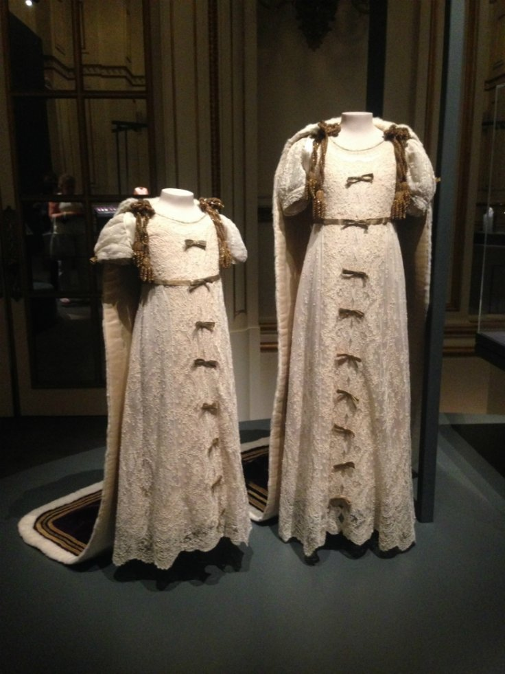 fashioning a reign exhibition
