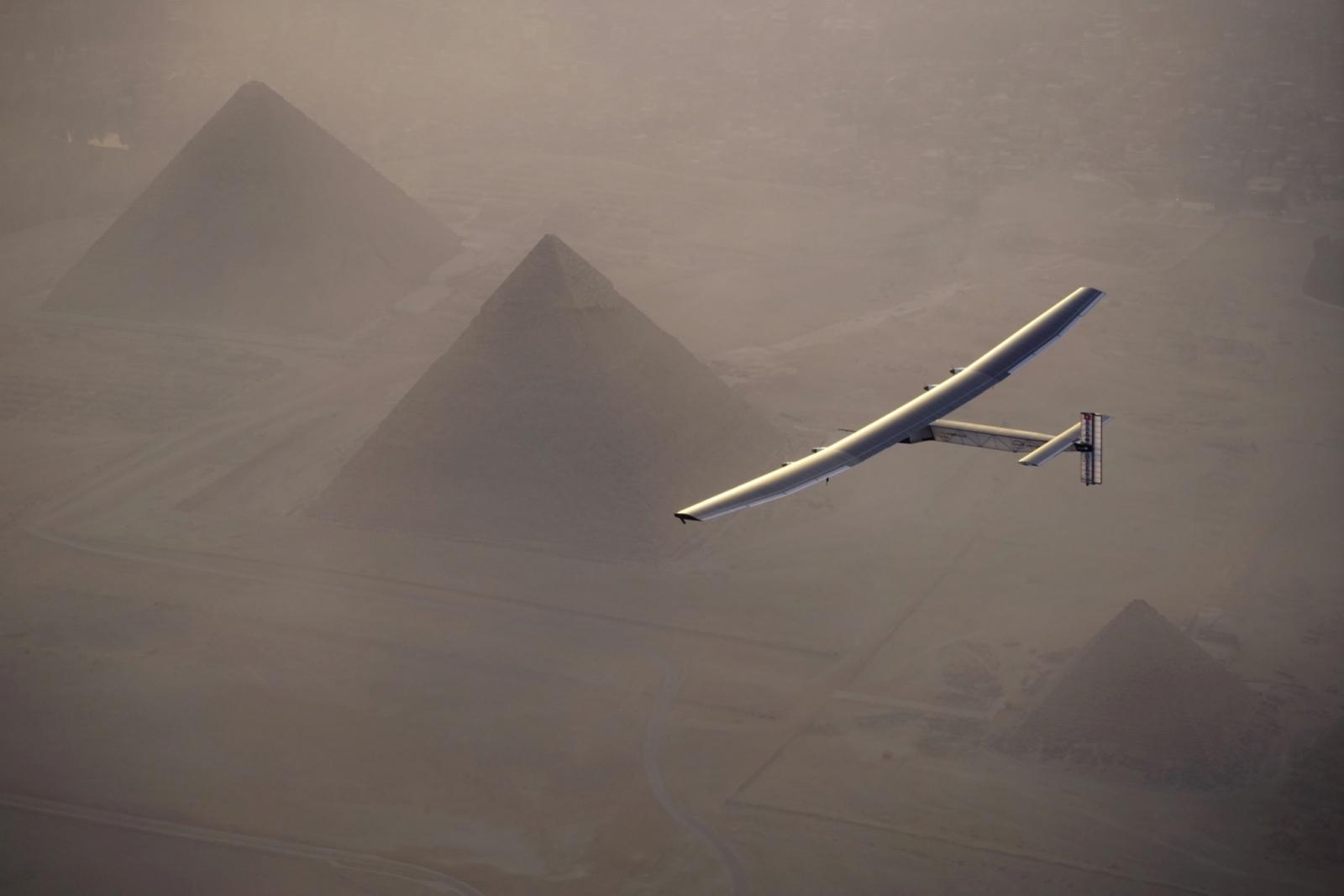 solar impulse 2 flight pyramids egypt