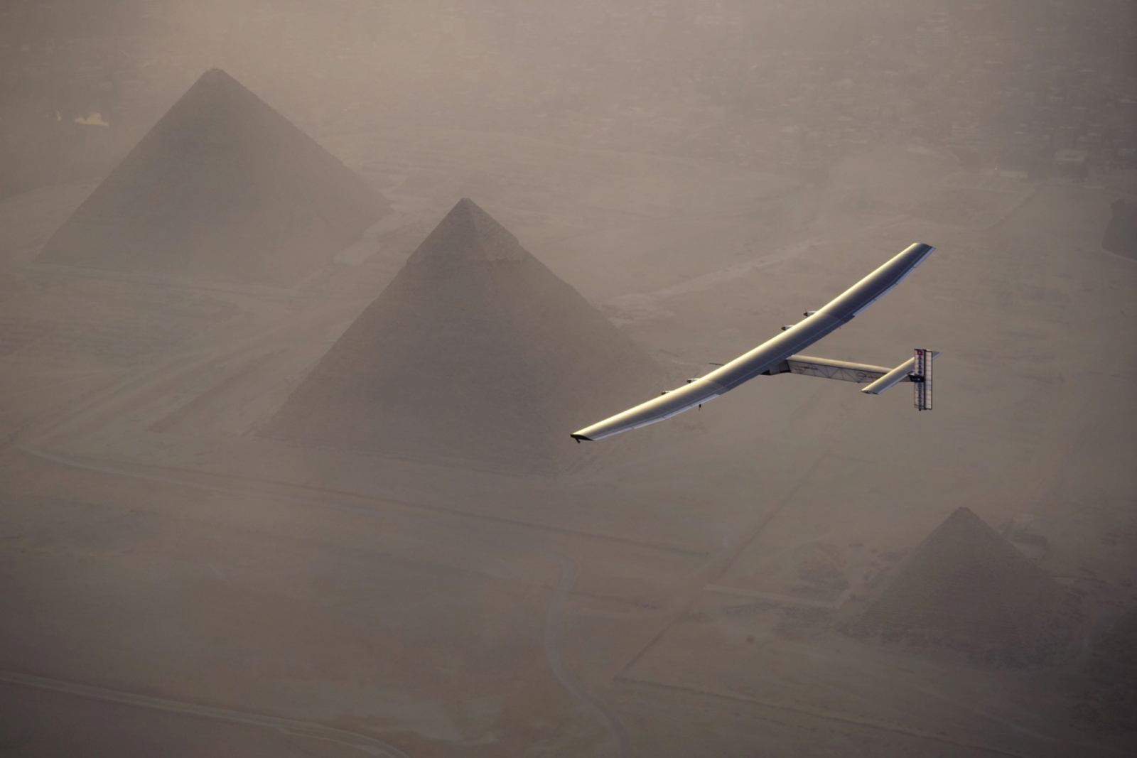 solar impulse 2 flight pyramids egypt