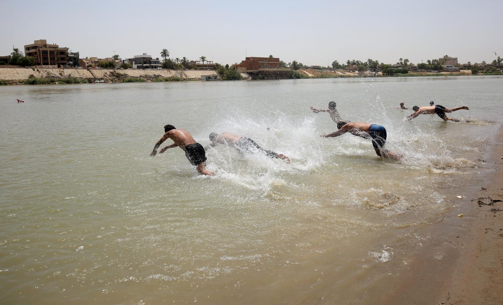 heatwave Iraq Baghdad 2016 swimming