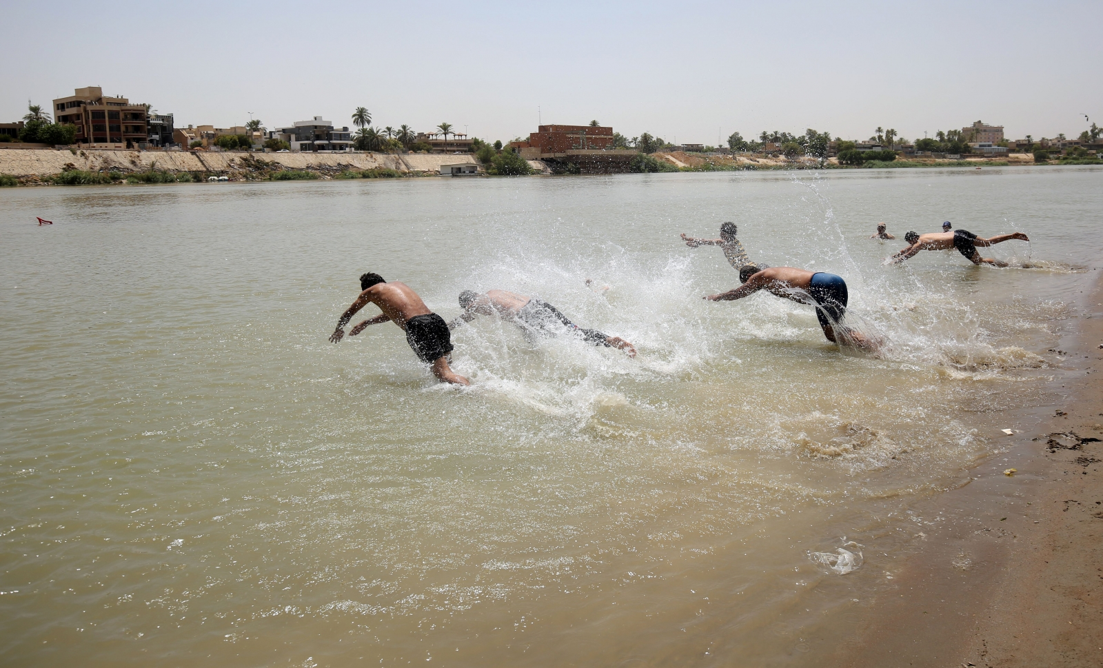 heatwave Iraq Baghdad 2016 swimming