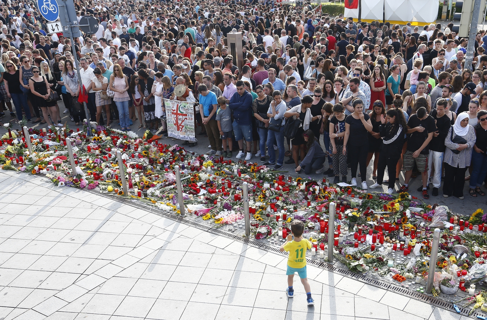 People mourn Munich shooting victims