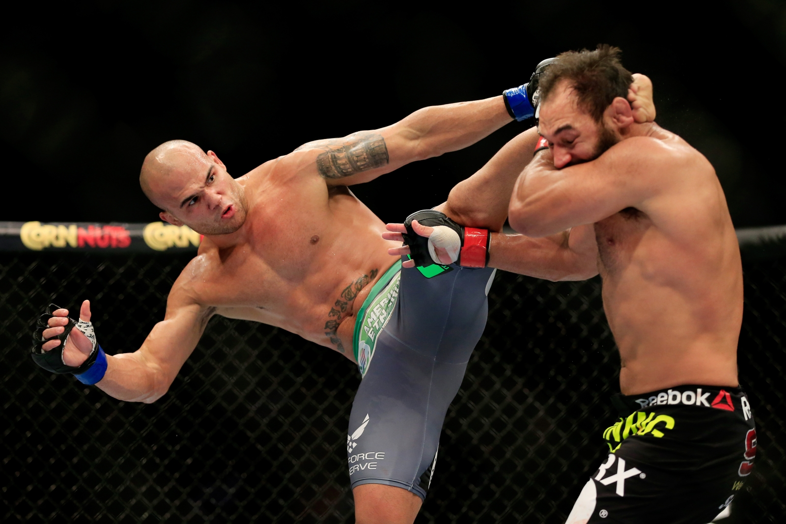 Robbie Lawler vs Johny Hendricks