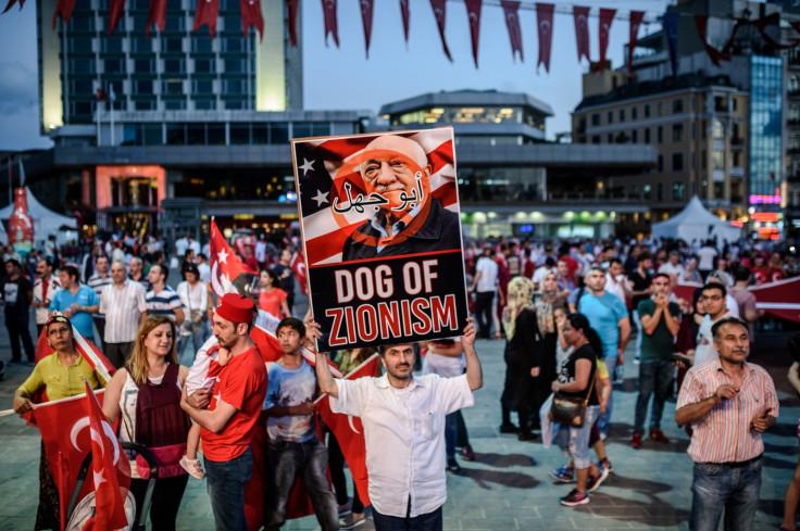Erdogan supporters protest Fethullah Gulen