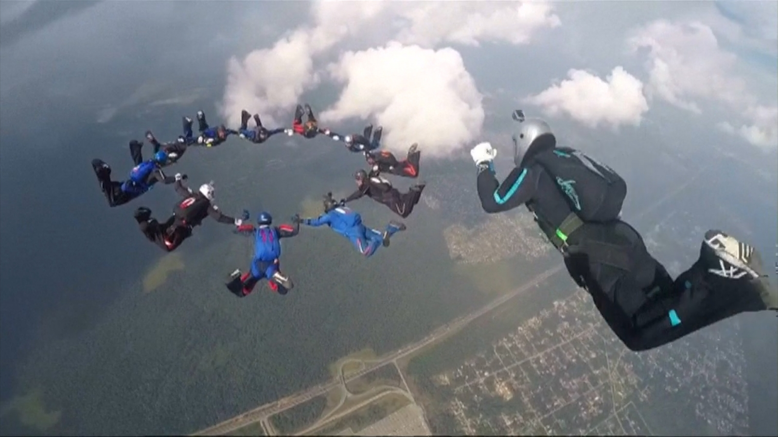 World parachuting championships conclude