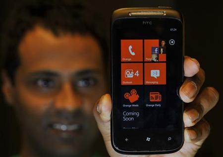 Microsoft Invests in Windows Phone Sales Staff to Break Google, Apple Dominance