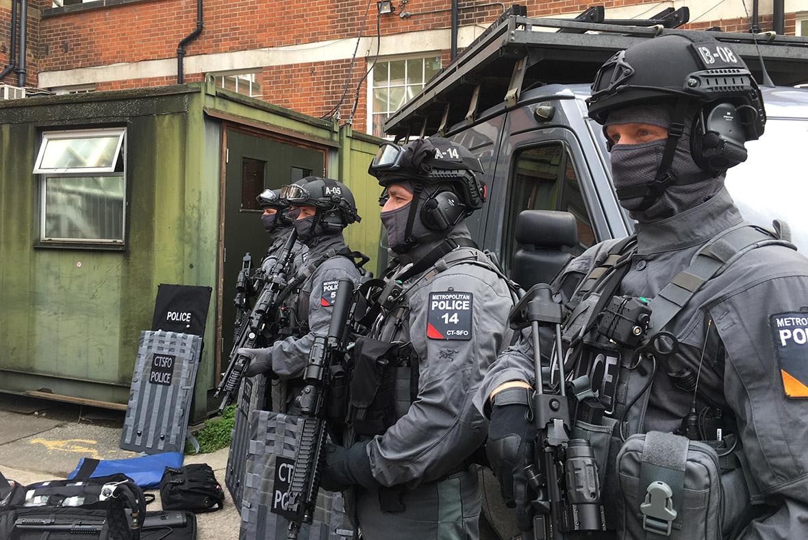 Met police armed officers