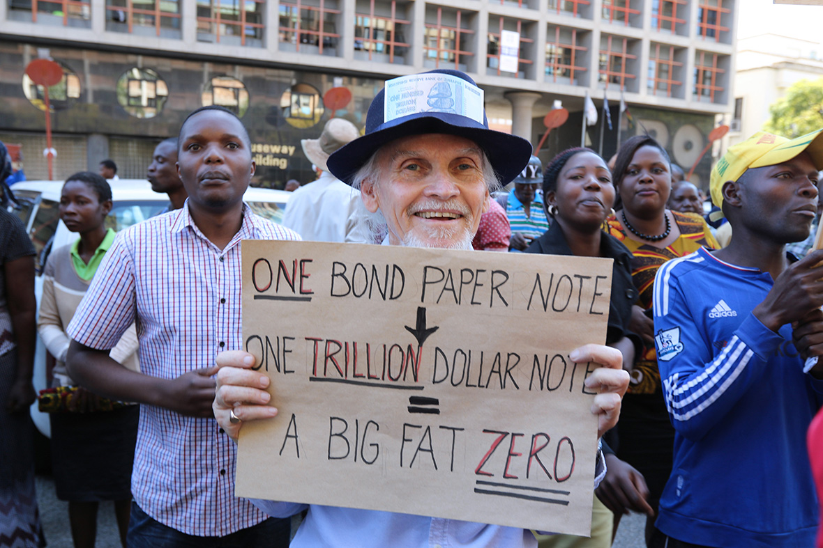 Zimbabweans Hit Back At South Africa Burning Out South: President Robert Mugabe Outlines New Remittance System To